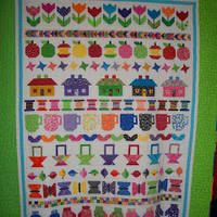 Just added my InLinkz link here: http://amyscreativeside.com/2013/10/25/bloggers-quilt-festival-scrappy-quilts/