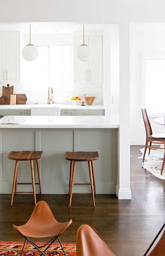 Do you need inspiration to make some Mid Century Kitchen Remodel Ideas in Your Home? There are a few reasons to think about upgrading the look of your Mid Century kitchen. Kitchen Paint, Home Decor Kitchen, Kitchen Interior, New Kitchen, Home Kitchens, Kitchen Island, Kitchen Ideas, Kitchen Rules, Kitchen Cabinets