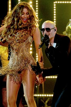 #SofiaVergara Joins #Pitbull For His #Grammys Performance, Shows Off Her Sexy Dance Moves.