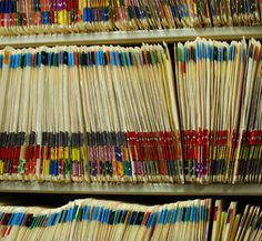 The files at my office are very organized.    私の職場のファイルはよく整理されている。