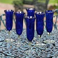 This elegant set of six champagne flutes will add color and splash to special occasion. Handcrafted in blown glass, they feature cobalt blue with a clear stem for a captivating effect. Im Blue, Love Blue, Blue And White, Deep Blue, Cobalt Glass, Cobalt Blue, Carafe, Champagne Glasses, Glass Art