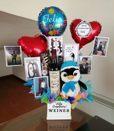Snoopy Valentine's Day, Birthday Surprise For Husband, Valentines Day Baskets, Ideas Aniversario, Surprises For Husband, Notebook Art, Balloon Decorations, Wok, Diy And Crafts