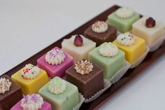 Bon-Bons These could probably be good as bath bombs tooThese could probably be good as bath bombs too Diy Savon, Savon Soap, Soap Cake, Cupcake Soap, Soap Making Recipes, Homemade Soap Recipes, Diy Cadeau Noel, Bath Soap, Soap Packaging