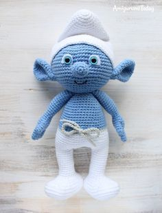 Crochet Toys Patterns Free crochet Smurf amigurumi pattern - Hug a Smurf today! Make your own crochet Smurf using our free amigurumi pattern!Who's your favorite Smurf? Chat Crochet, Crochet Mignon, Crochet Gratis, Crochet Amigurumi Free Patterns, Crochet Animal Patterns, Stuffed Animal Patterns, Diy Crochet, Crochet Dolls, Crochet Stitches