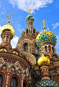 Vista exterior parcial de la Iglesia de la Resurrección, en San Petesburgo, Rusia.