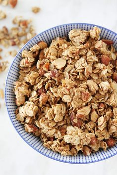Almond Butter Granola-easy homemade granola made with almond butter. Enjoy for breakfast or as a healthy snack! I love making homemade granola. It's so simple and always tastes much better than store bought granola. This easy Almond Healthy Afternoon Snacks, Healthy Snacks, Healthy Recipes, Healthy Homemade Granola, Homemade Cereal, Breakfast Dishes, Breakfast Recipes, Paleo Breakfast, Snacks Für Party