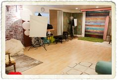 Love all the backdrops all the way around the room - great use of space!