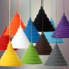 Moderný závesný silikónový luster s textilnou šnúrou vo farbe podľa výberu. Tento moderný typ lustra nemôže vo Vašej obývacej izbe, jedálni alebo spálni chýbať.