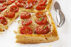 Flaky Tomato and Mozzarella Tart - my children love making (& eating) these with ham & basil too. I buy ready rolled puff pastry to make it easier & quicker. You can use toppings combinations! Tart Recipes, Appetizer Recipes, Cooking Recipes, Appetizers, Savory Tart, Savoury Pies, Quiches, Italian Recipes, Vegetarian Recipes