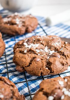 Receta de galletas de chocolate con sal de mar Dessert Recipes, Desserts, Chocolate Cookies, Sweet Recipes, Smoothies, Sweet Tooth, Sweet Treats, Dishes, Baking