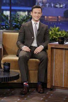 Celebrity fashion : Joseph Gordon Levitt style.Joseph Gordon Levitt  in Happy Socks! #happysocks #happinesseverywhere