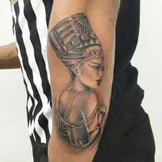 What does queen nefertiti tattoo mean? We have queen nefertiti tattoo ideas, designs, symbolism and we explain the meaning behind the tattoo. Dope Tattoos, Dream Tattoos, Pretty Tattoos, Future Tattoos, Beautiful Tattoos, Body Art Tattoos, Afro Tattoo, Tatoos, Cleopatra Tattoo