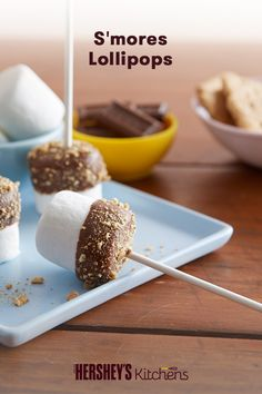 Craving S'mores in the winter? Try this quick & easy recipe for S'mores Lollipops. These bite-sized pops warm up the holidays with HERSHEY'S Milk Chocolate Bars and that classic S'mores taste.