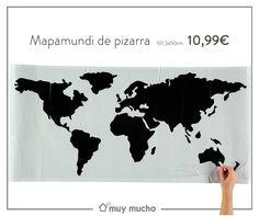 vinilo de pizarra con el mapamundi en el que podréis escribir con tiza. Mide 101,5x50cm. y cuesta 10,99€.