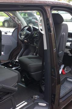 Einbauanleitung Drehkonsole in einen VW T5 Bus mit wichtigen Infos bezgl Airbag. Erklärung der Vor- und Nachteile für den Fahrersitz.