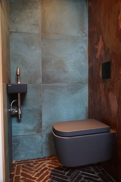 restaurant bathroom Best remodeling small office toilet on a budget 13 Office Bathroom, Bathroom Spa, Bathroom Toilets, Modern Bathroom, Small Bathroom, Bathroom Plans, Bathroom Colors, Restaurant Bad, Toilet Restaurant