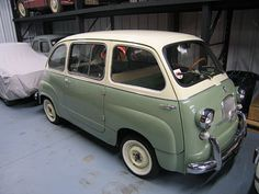 1960 Fiat 600 Multipla. The multi-place seating was very flexible through a combination of folding seats. Three versions were available: The 4/5 seater had bench seats front and rear that folded to make a bed. The 6-seater had a front bench and four individual seats that folded completely flat into the floor to make a roomy load platform. The Taxi version had a single seat and luggage platform in front, separate folding seats in the middle, and a bench seat in back, together with a division.