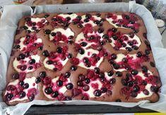 Vynikajúci recept na rýchly hrnčekový koláč s tvarohom a ovocím, ktorý milujeme. Recept, ktorý rozhodne stojí za zváženie. Pancakes, Food And Drink, Pie, Breakfast, Recipes, Basket, Torte, Morning Coffee, Cake