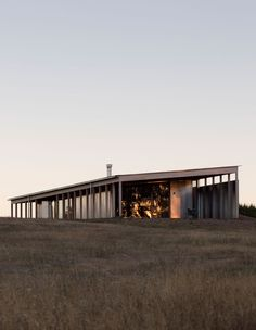 Lovell Burton Architecture have designed a refined rural dwelling in Spring Hill, Victoria, inspired by local sheds. Melbourne Architecture, Australian Architecture, Australian Homes, Victoria House, Mexico House, Rural House, Shed Homes, Steel House, Cabins In The Woods