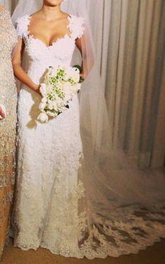 VN328 - Lindíssimo Vestido de Noiva em Renda e Bordados - Decote em V nas Costas