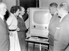 """Kiitos TV-maksu 1958-2012. """"Suomen yleisradion säännöllinen TV-toiminta alkoi 1.1.1958."""" #viikontrendi"""
