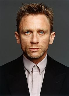 Daniel Craig...Those BLUE eyes!
