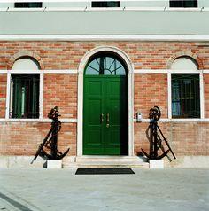 Double leaf Evolution door with transom window by Oikos Venezia. www.oikos.it