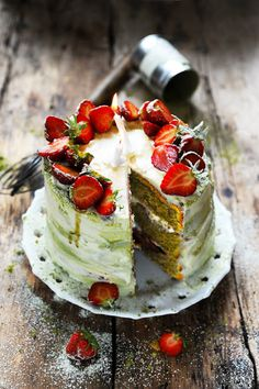 Matcha and Strawberry Birthday Cake Sweet Desserts, Just Desserts, Sweet Recipes, Delicious Desserts, Cake Recipes, Dessert Recipes, Tea Cakes, Cupcake Cakes, Cupcakes