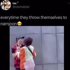 Bts Funny Videos, Bts Memes Hilarious, Bts Taehyung, Bts Bangtan Boy, Bts Dancing, Vkook Memes, Bts Playlist, Bts Meme Faces, Les Bts