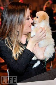 Lisa Marie Presley Photo: The Black and White Ball Jan 2011 Las Vegas. This Photo was uploaded by chelrima Elvis Presley Images, Elvis Presley Family, Lisa Marie Presley, Priscilla Presley, Corgi, Guys, Lady, Queen, Luxury