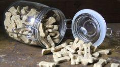 Psí sušenky udržujte vsuchu, pamlsky smasem raději skladujte vmrazáku.  Foto: Stuffed Mushrooms, Food And Drink, Vegetables, Dogs, Stuff Mushrooms, Veggies, Doggies, Veggie Food, Vegetable Recipes