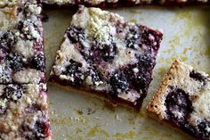 Blackberry Pie Bars by joythebaker #Blackberry #Bars #joythebaker