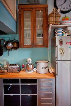Kolme värikästä kotia - Three Colorful Homes Väriterapiaa ja -ideoita harmaisiin ja pimeisiin joulukuun päiviin. Apartment Therapy ...