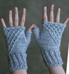 Ravelry: Nipingmat Mitts pattern by Toby Roxane Barna These mitts were originally designed for The Verdant Gryphon's Hwaet! Fingerless Gloves Knitted, Knit Mittens, Lidia Crochet Tricot, Knit Crochet, Wrist Warmers, Hand Warmers, Ravelry, Knitting Projects, Knitting Patterns