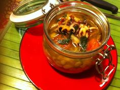 Zuppetta di pesce in vasocottura Nonna Mina sperimenta in cucina praticamente tutti i giorni. Oggi, ispirata dal mitico Montersino, si è cimentata per la p