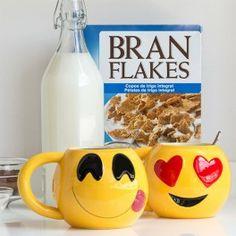 Www.regalosom.com La taza Emoticonos es perfecta para los que quieren empezar el día con humor y originalidad! ¡Una taza de cerámica muy de moda en la actualidad! Capacidad aprox.: 600 ml Medidas aprox.: 16 x 10 x 11,5 cm