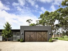 The black house. A contemporary take on a traditional farm house from Canny Architecture set on the rolling hills of Flinders on the Mornington Peninsula. Modern Barn, Modern Country, Modern Farmhouse, Farmhouse Door, Modern Garage Doors, Best Garage Doors, Diy Garage, Garage Ideas, Barn Garage