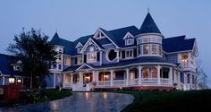 modern victorian style homes Traditional Home Exteriors, Traditional House, Traditional Design, Modular Home Builders, Victorian Style Homes, Victorian Homes Exterior, Victorian Design, Victorian Architecture, Net Architecture