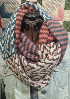 Free Knitting Pattern for Colormatic Cowl - This cowl features pattern mixing with 4 colors of yarn and has both a short and long version. Designed by Michelle Hunter. Pictured project by JWYarnGarden
