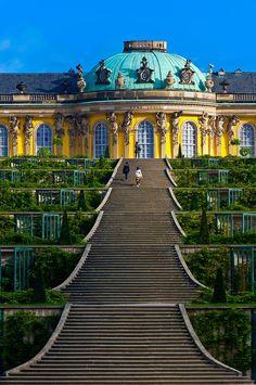Sanssouci Palace, Potsdam, Germany (repinned via Rachel Ward) so etw. schönes gibt's hier bei uns in deutschland..sieht toll aus, hätte auf den ersten Blick gedacht es ist ein Gebäude bzw. Tempel aus dem asiatischen Raum-