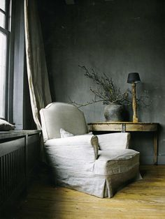 blue room - white-slip-covered-chair-gray-blue-interior-design-decorating-french-room-home-eclectic-ideas-side-table-console Interior And Exterior, Interior Design, Gray Interior, Grey Houses, Living Spaces, Living Room, Rustic Crafts, Slipcovers For Chairs, Wabi Sabi