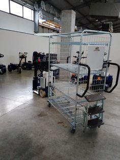 K2 Zallys, Elektrický Tříkolový Transportní Prostředek - Tahač Se Stojícím Řidičem. Rychlost - 10km/h; Tažná kapacita až 1 500kg; Max. sklon - 15%. Tažné zařízení s rychlým připojením a odpojením nosičů nákladu. Snadná přeprava osob a tažení vozíků ve výrobě, v obchodě a v logistice. Gym Equipment, Workout Equipment