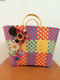 Basket ideas plastic New Ideas Basket Quilt, Basket Bag, Rihanna Shoes, Basket Sport, Japan Crafts, Gift Baskets For Men, Plastic Baskets, Basket Weaving, Straw Bag