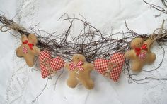 Fabulous homespun swag of gingerbread men and hearts.
