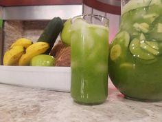 Jugo verde detox: Ingredientes: 2 manzanas verdes picaditas 1 pepino mediano picadito 10 hojas de espinaca 1 guineo maduro 3 ramitas de perejil 2 tz agua de coco jugo de un…