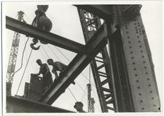 Amazing photos taken during the construction of the Empire State Building. The Empire State Building is a landmark Art Deco skyscraper in New York City at the intersection of Fifth Empire State Building, Construction Safety, Construction Worker, Famous Structures, The Bowery Boys, Lewis Hine, High Rise Building, Building Building, Green Architecture