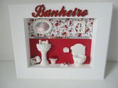 Quadro para banheiro, com fundo em tecido , peças em resina e flores secas