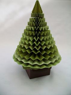 Xmas tree---I have been wanting to make one of these since I started doing rosettes