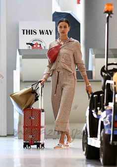 "Irina Shayk en ""pijama"" y chanclas"