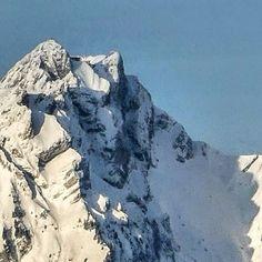 Fresh snow on the top from Mount Pilatus. Ausblick aus Weggis Luzern mit Vierwaldstättersee Schweiz Mount Everest, Mountains, Nature, Travel, Lucerne, Road Trip Destinations, Explore, Switzerland, Naturaleza